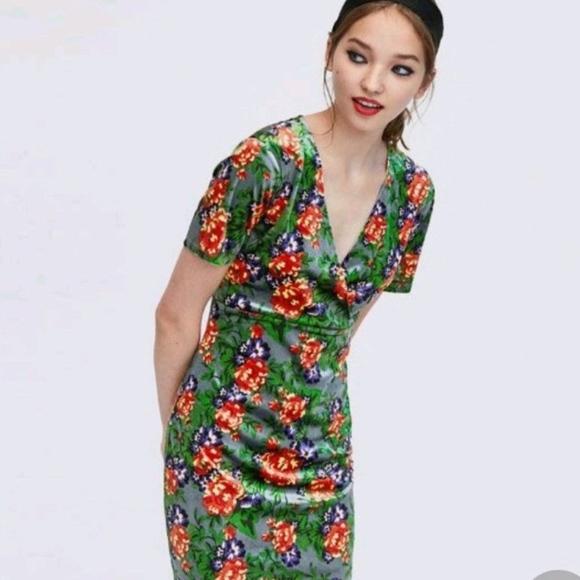 800151eb Zara Dresses   Green Velvet Floral Dress   Poshmark